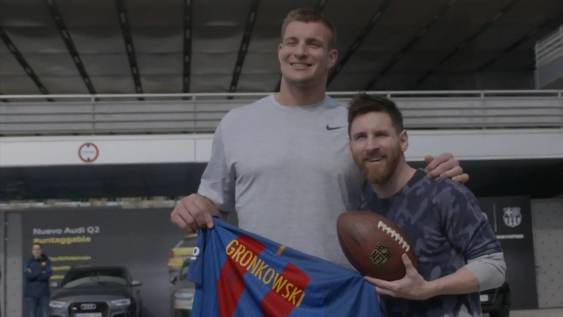 Dm 170302 nfl gronk meets messi at his first barcelona game